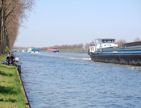 De Witte-Veenman winnaars in het Amsterdam-Rijnkanaal.