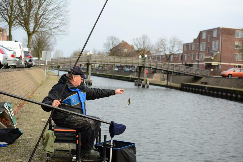 Haven huizen winter vissen Jan van Schendel witvis