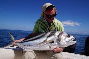 De aanstaande pensionado mocht voor zijn laatste uitzending kiezen welke ultieme droomvis hij zou willen vangen. Dat bracht hem en collega-presentator Marco Kraal naar de Grote Oceaan.