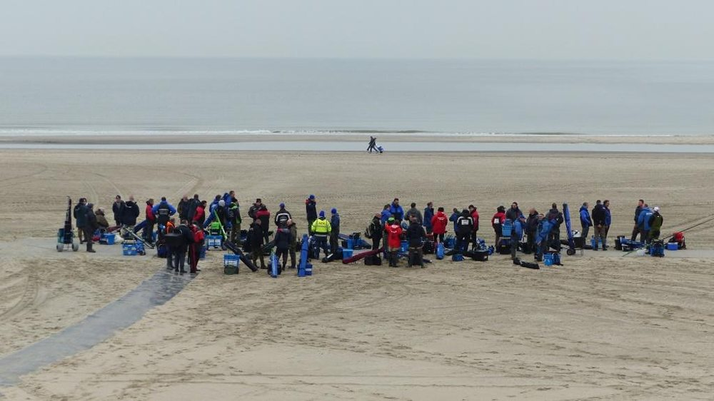 Maar liefst 245 wedstrijdvissers, verdeeld over 35 teams, nemen dit jaar deel aan de Nationale Korpscompetitie Kustvissen.