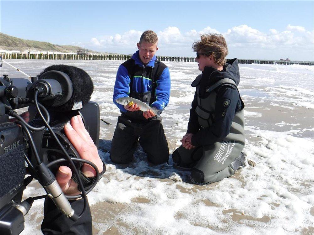 Daniel Weijers krijgt een masterclass zeevissen van Frank Peene.