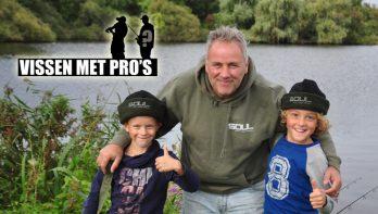 Piet Vogel met twee kids