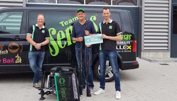 De volgende prijswinnaar van de Sensas waardebon van de King Of Clubs wedstrijd in Ierland, Sipke Golstein, kwam zijn waardebon inruilen tegen waardevol hengelsportmateriaal bij Hengelsportcentrum Nijkerk in dezelfde plaats.