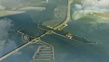 Na de zomer kunnen geïnteresseerde aannemers inschrijven op de bouw van de Vismigratierivier door de Afsluitdijk. De provincie heeft vandaag groen licht gegeven om de aanbesteding in september te starten.