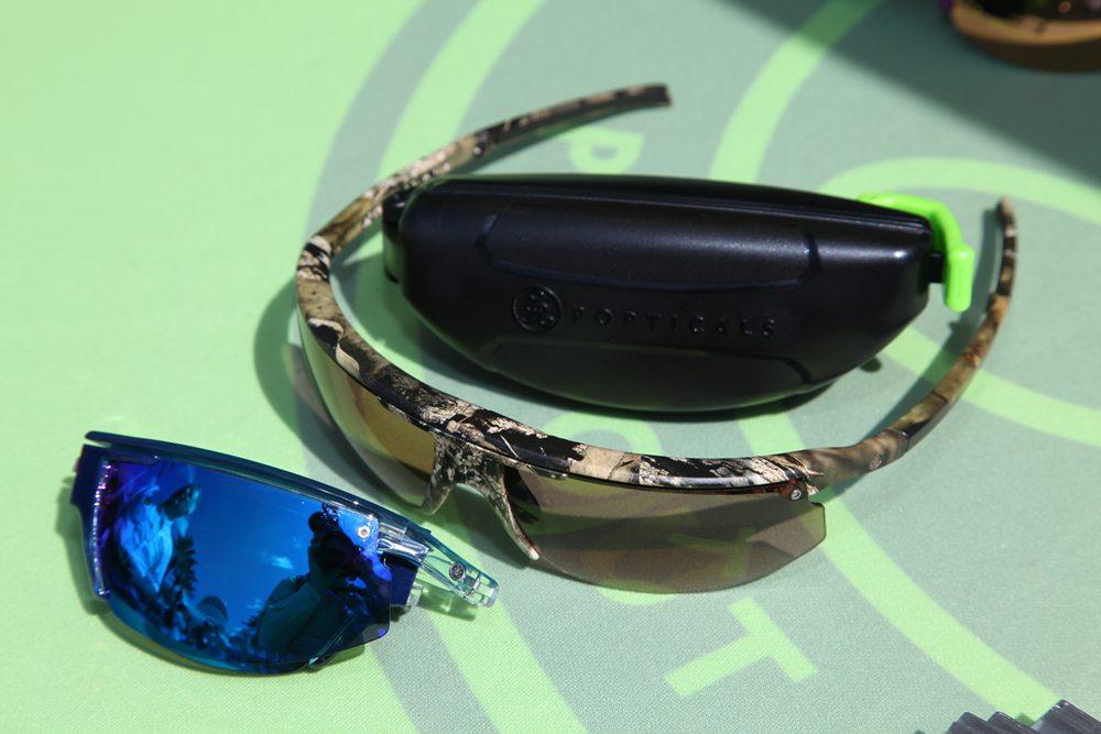 Popticals vervaardigt zonnebrillen die je heel klein samen kunt vouwen middels een gepatenteerd systeem. Website: www.popticals.com.