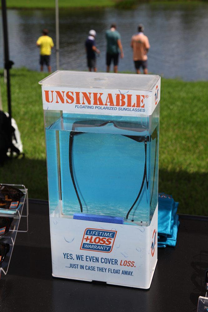 Wanneer je ook wel eens een zonnebril naar de bodem van het water hebt zien afzinken, dan zijn deze polariserende zonnebrillen van Unsinkable Polarized iets voor jou. Website: www.unsinkablepolarized.com.