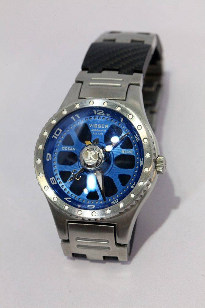 Fraai vishorloge van Visser Watch van Peter Koelewyn, de man die ook vele jaren heeft gewerkt aan de Van Staal werpmolens en vliegenreels.