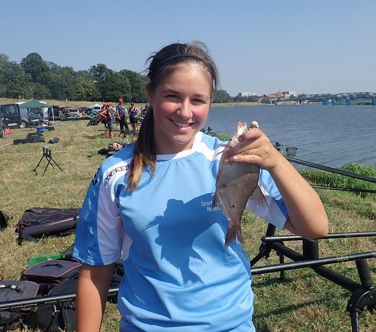 Mandy Swart is pas 15 jaar en vist dit weekend al haar tweede WK.