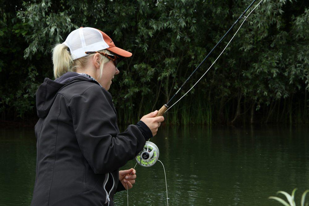Vliegvissen wordt ook onder vrouwen steeds populairder.