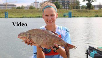 Anja Groot in actie tijdens het vissen van het WK Zoetwater voor Dames in Polen.