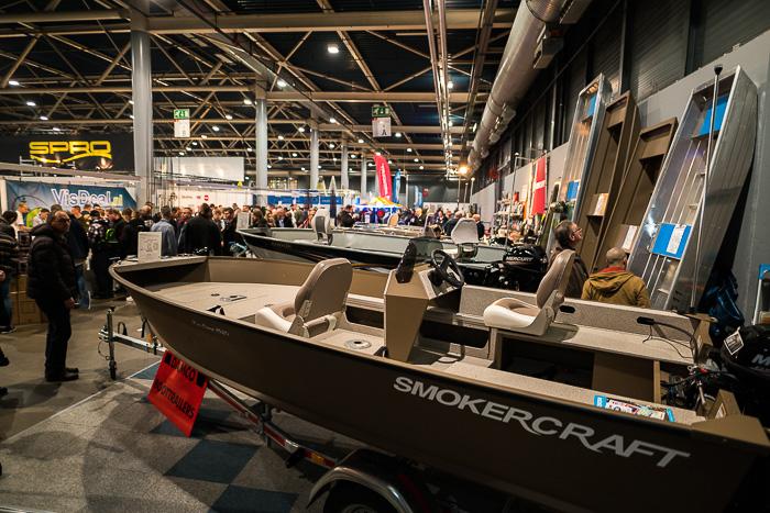 Standhouders laten hun mooiste visboten, buitenboordmotoren en fishfinders zien.