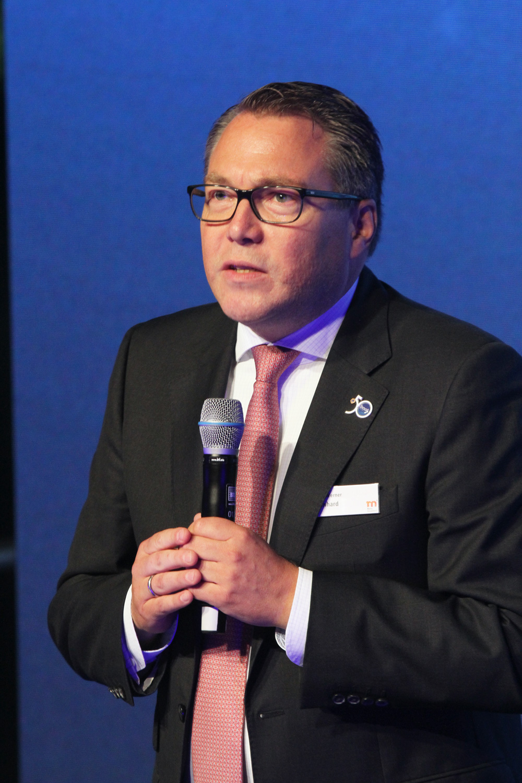 Managing Director Mr. Hans Werner Reinhard kon mediavertegenwoordigers uit 23 landen welkom heten.