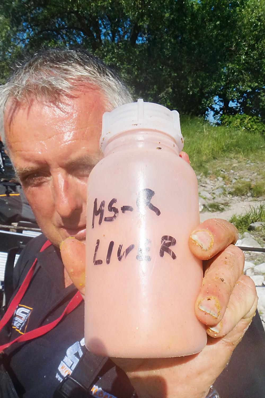 Michael Schlögl serveert de brasem in de zomer aas voorzien van lever-lokstof.
