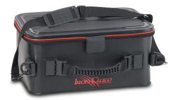 De Iron Claw Top-Case uit het assortiment van Sänger is vervaardigd uit Heavy Dury PVC en omdat de tas zo goed als waterdicht is, wordt de inhoud goed beschermd tijdens een visdag in weer en wind.
