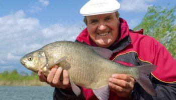 Hengelsportlegende Bob Nudd verklapt Beet de kneepjes en de geheimen van het vaste hengel vissen met pellets.