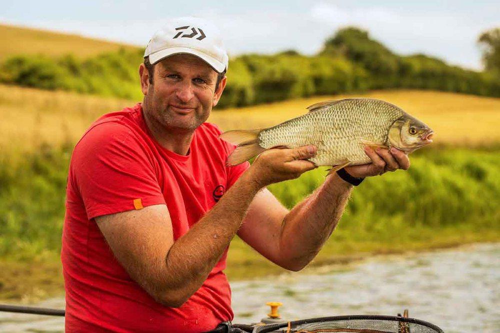 Steve behoort tot de absolute wereldtop als het gaat om feedervissen en deelt graag zijn kennis en ervaring tijdens deze beurs op de Guru stand!