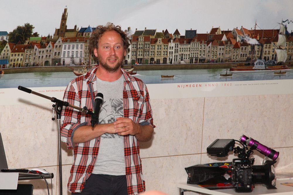 Arthur de Bruin is naast visonderzoeker voor RAVON ook professioneel onderwaterfotograaf en filmer voor Blikonderwater.nl.
