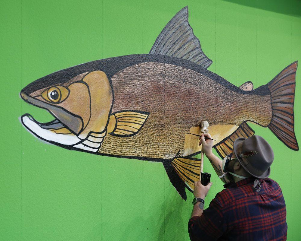 Sportvisserijkunst op de beurs.