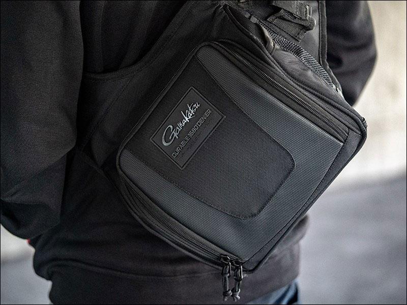 Het assortiment omvat schoudertassen, slingbags, heuptassen, rugzakken en foedralen.