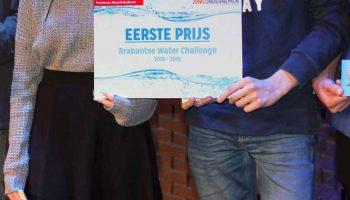 Vier leerlingen van het Rodenborch College in Rosmalen hebben gisteren de eerste prijs van de 'Water Challenge' in de wacht gesleept.