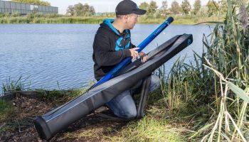 Ook is de gehele serie tassen en foedralen voorzien van een gevoerde schouderband en is er gebruik gemaakt een zeer duurzaam rubber materiaal op het grondvlak. Hierdoor wordt slijtage sterk gereduceerd en langdurig gebruik gegarandeerd.