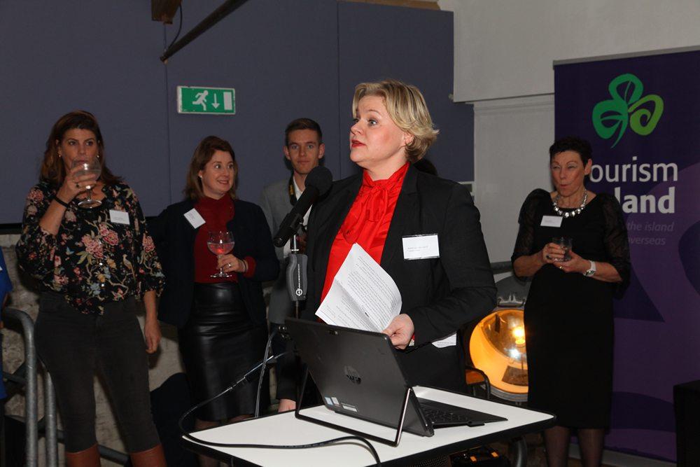 Karen van der Horst (Toerisme Ierland, Amsterdam) tijdens haar welkomstwoord.