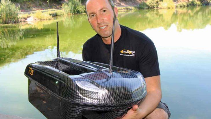 Meters maken bij het voeren voor het vissen op karper