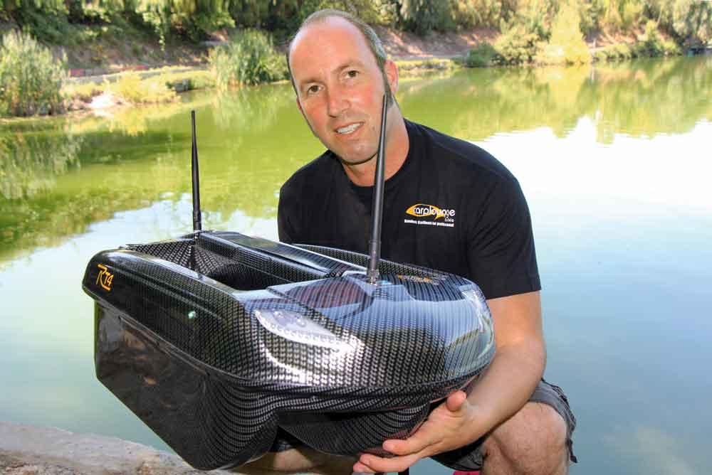 Het maximale aan precisie bij het voeren op afstand bereik je met een voerboot. Nieuwe modellen beschikken zelfs over GPS, dieptemeter en zelfs een onderwatercamera!