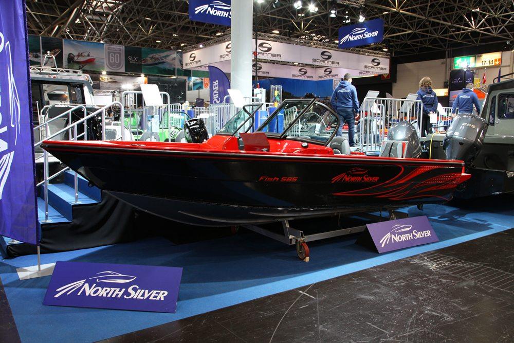 Op de beurs vind je traditionele visboten in glasvezel en aluminium, maar ook fraai gekleurde, moderne roofvisboten.