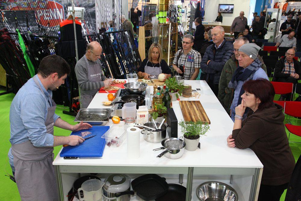 Het bereiden van vis vormt ook een vast onderdeel van de presentaties.