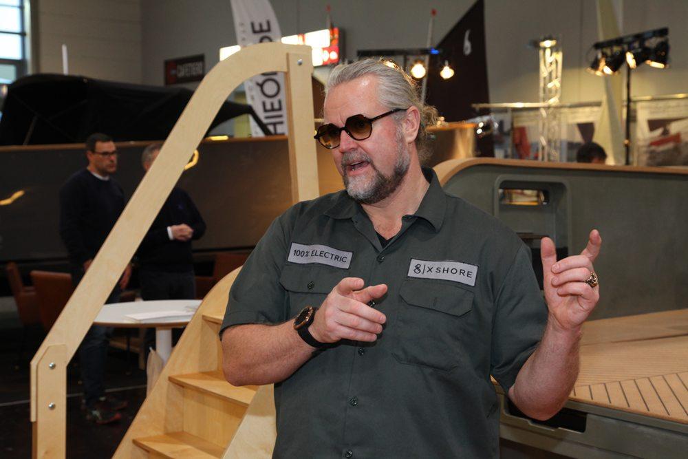 Konrad Bergström, CEO van X Shore, geeft uitleg over het ontwerp en de ontwikkelfase van de boot.