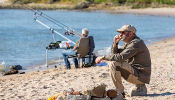 In de negende aflevering van VIS TV gaat Marco Kraal op pad met barbeelspecialist Cees van Dongen. Met de feederhengel richten ze zich op grote brasem en barbeel.