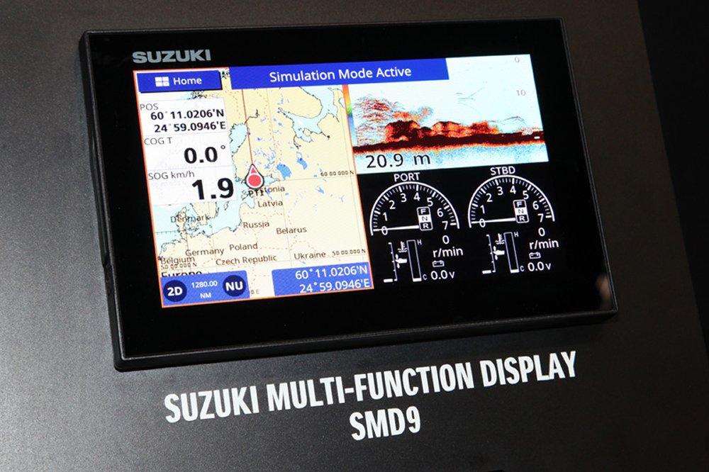 Suzuki komt ook met multi-functionele schermen in drie formaten waarop ook de gegevens van de motor of motoren weergegeven worden.