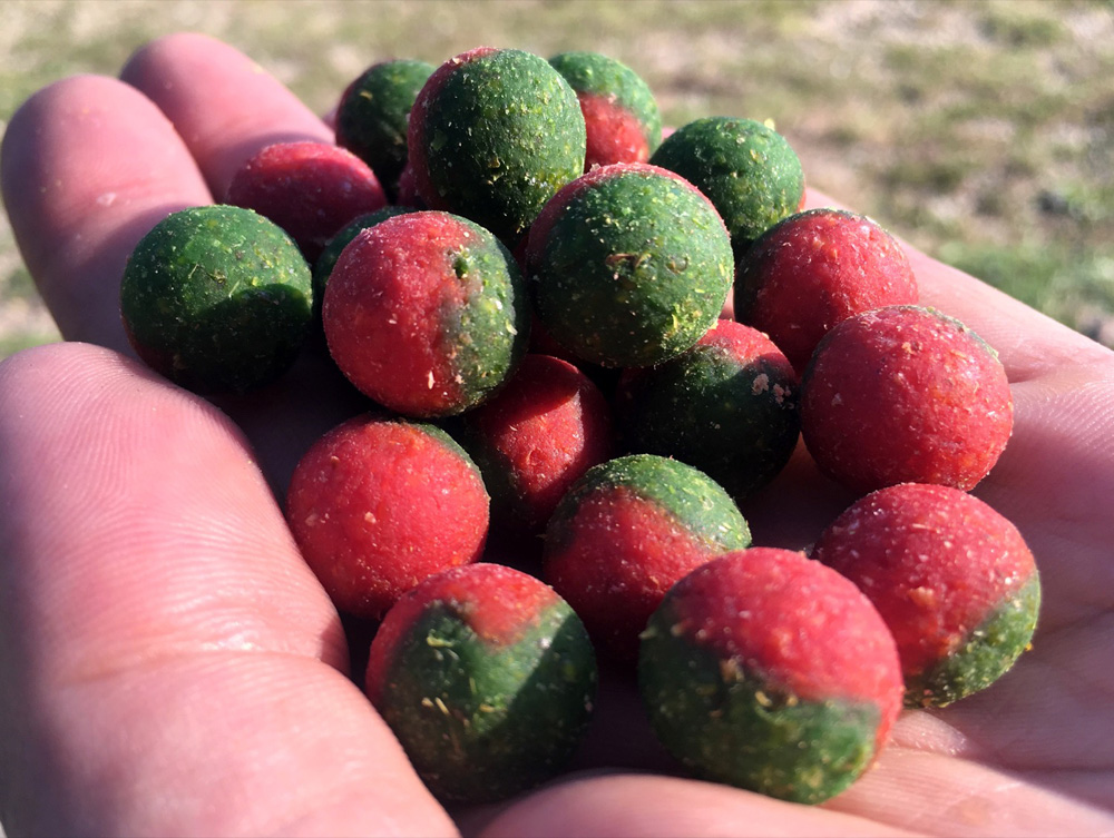 Red Monster - De groene helft is de Radical voedselbom, dat het 'monster' gedeelte van de boilie uitmaakt.