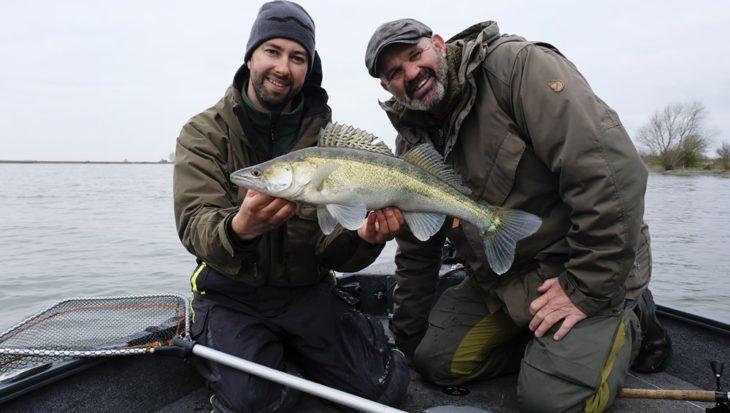 Werpend roofvissen op het Haringvliet in VIS TV XL