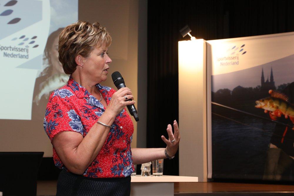Marjan van Kampen-Nouwen, de voorzitter van Sportvisserij Nederland, opende de dag.