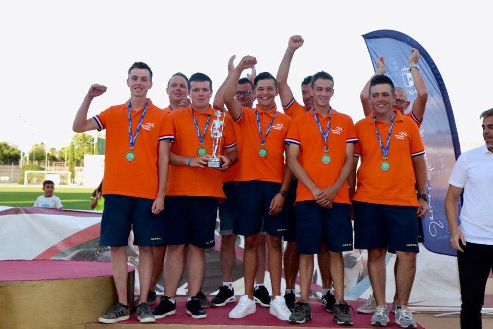 Team Oranje U20 met het brons op het podium in Ciudad Real (Spanje).