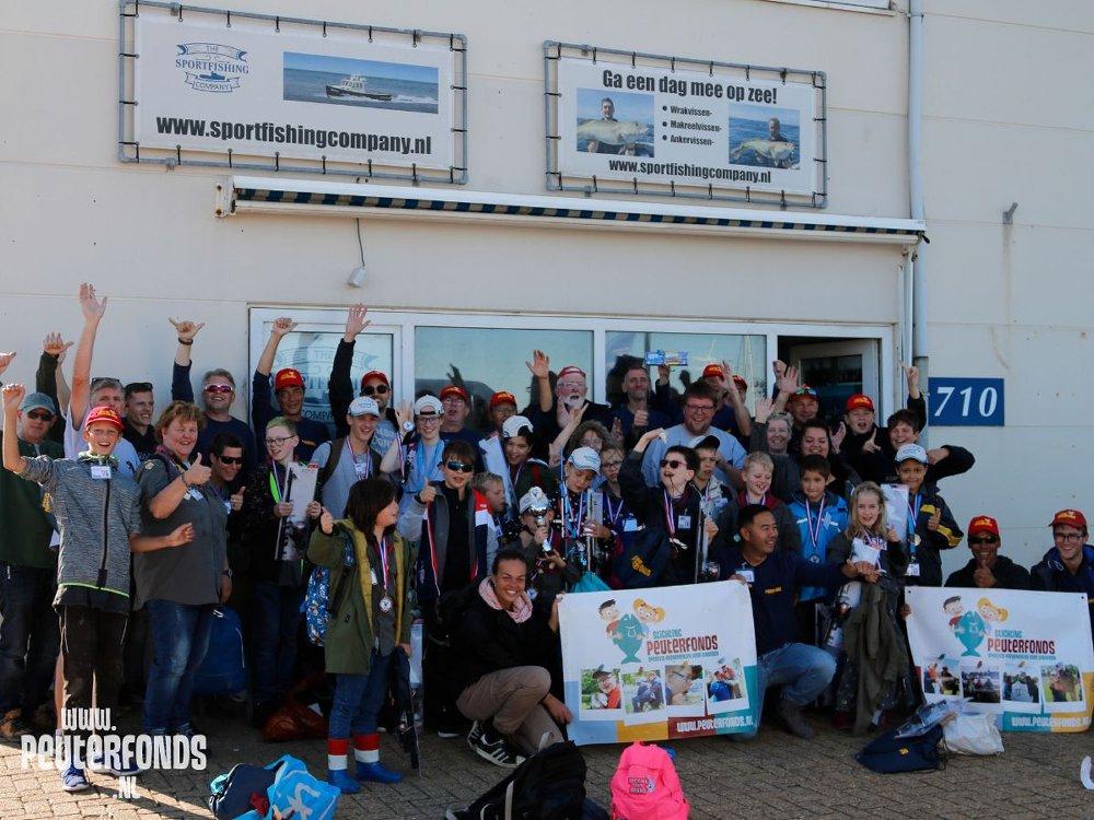 Met een grote groep kinderen van Scouting Menno Simonsz uit Haarlem gingen we vissen op de boot Wahoo en op het strand van Wijk aan Zee.