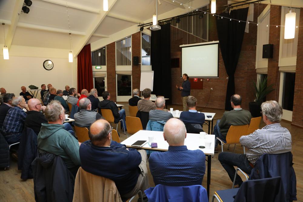 De avond werd gehouden in een zaal in Zwolle en bezocht door circa 35 personen.