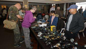 De 24ste Internationale Beurs voor Verzamelaars van Oud Hengelsportmateriaal, die gehouden werd op zaterdag 26 oktober in het Van der Valk Hotel in Vught, is bijzonder goed bezocht.
