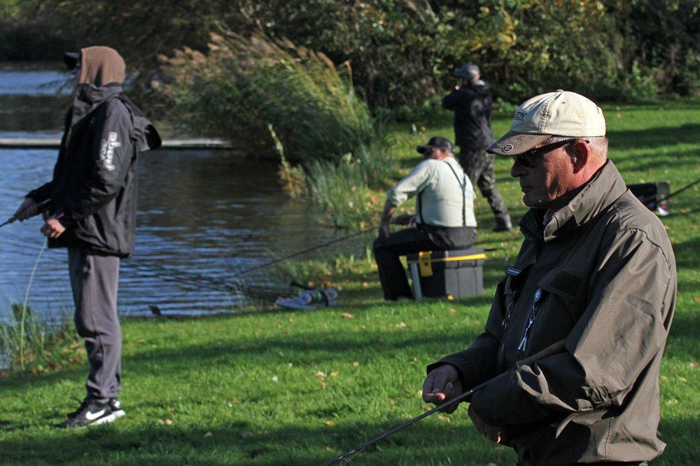 De visserij op de vliegvisplas was niet eenvoudig, hier werden uitsluitend tijgerforellen en goudforellen gevangen.