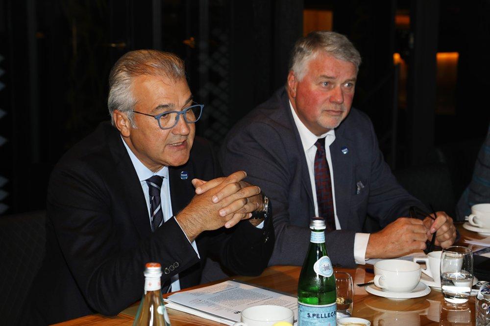 """Petros Michelidakis tijdens de persbijeenkomst op 8 oktober in Scheveningen: """"Spanning, sport en plezier voor alle watersporters""""."""