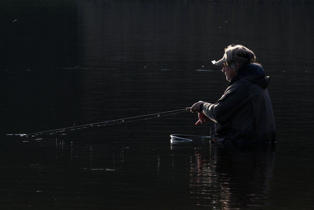 Het was zaak geconcentreerd te blijven vissen. Uiteindelijk bleven er vijftien vliegvissers zonder vis.