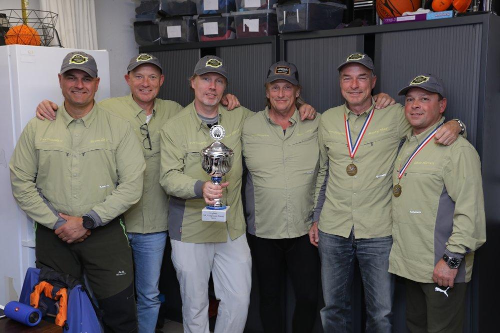 Elbi's Airflo Angels hield bij de teams met slechts 32 punten een ruime voorsprong op de andere teams. Ze zijn de Nederlands Kampioen Vliegvissen 2019.