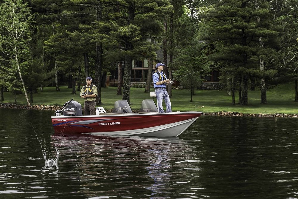 Standhouders laten hun mooiste visboten, buitenboordmotoren, fishfinders en toebehoren zien.