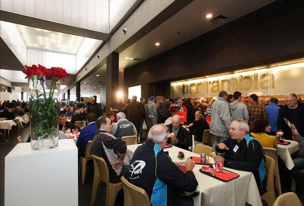 Iets eten en drinken?: Dit kan in het 'Hengel Café' in hal 4, maar ook uitgebreider in The Greenhouse in de Rambla. Kom je wat voeger? Vanaf 8.00 uur zal ook The Greenhouse open zijn voor een lekkere koffie en een koffiekoek.