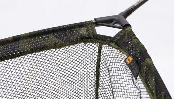 Het 2,40 meter lange Prologic CC20 8' Landing Net is door de extra lange steel een ideaal karperlandingsnet voor plantenrijke wateren.