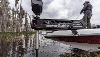 De MotorGuide Tour Pro is de allereerste motor met echte kabelbesturing in de industrie met een gps-anker.