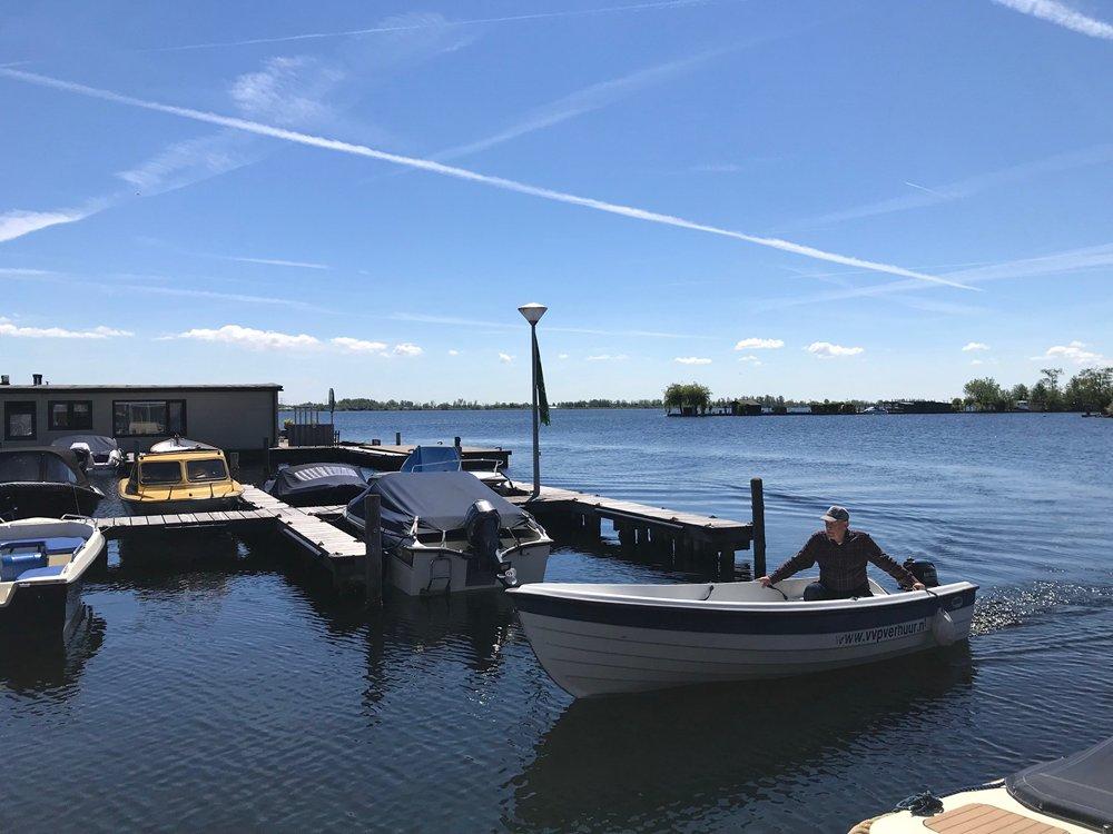 Zin in een (vis)vakantie in Vinkeveen? Kom dan naar VVP Verhuur/Visserslust, dé plek voor een fijne tijd op en rond de Vinkeveense Plassen.