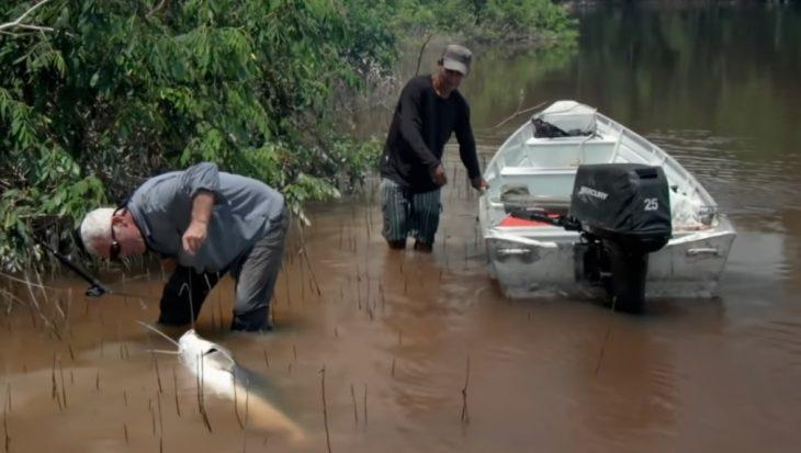 Jeremy doet een 'Freek Vonkje' in de Amazone